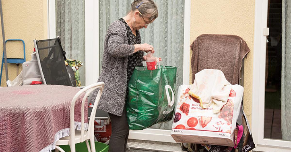 Verurteilt wegen Flaschensammeln: Seniorenhilfe gibt Rentnerin Roswitha neue Hoffnung