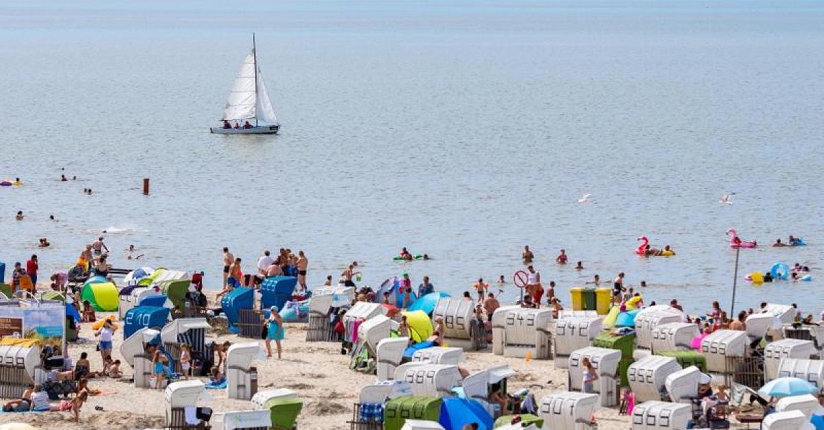 Polizei löst wilde Strandparty auf Sylt mit bis zu 3500 Personen auf