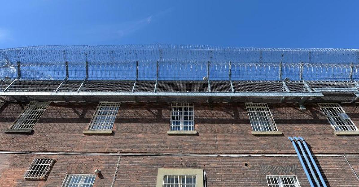 Häftling missbraucht Gefängnis-Angestellte – dann bringt er sich um