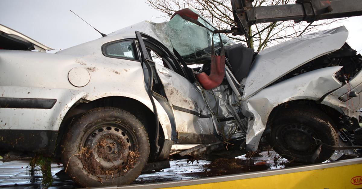 20-Jähriger baut Horror-Crash - mutige Ersthelfer retten ihn vor dem sicheren Tod
