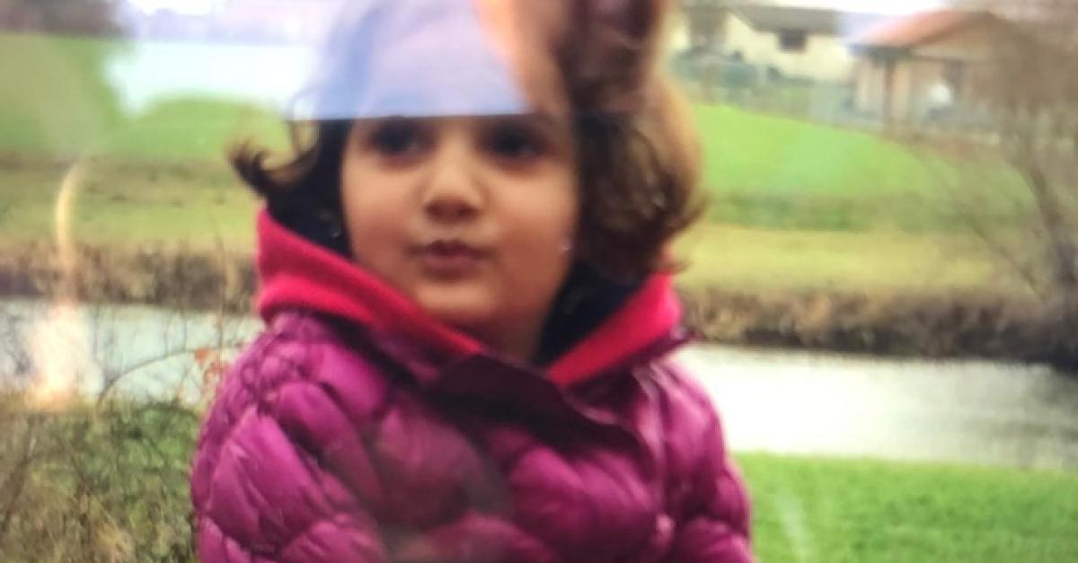Großfahndung: 5-Jährige verschwand plötzlich von Spielplatz - wer hat sie gesehen?