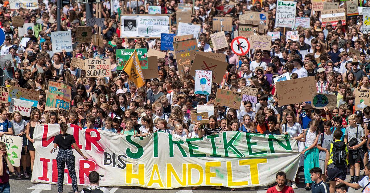 """""""Ich wurde mega verarscht"""": Junger Klima-Aktivist bleibt auf 70.000 Euro sitzen"""