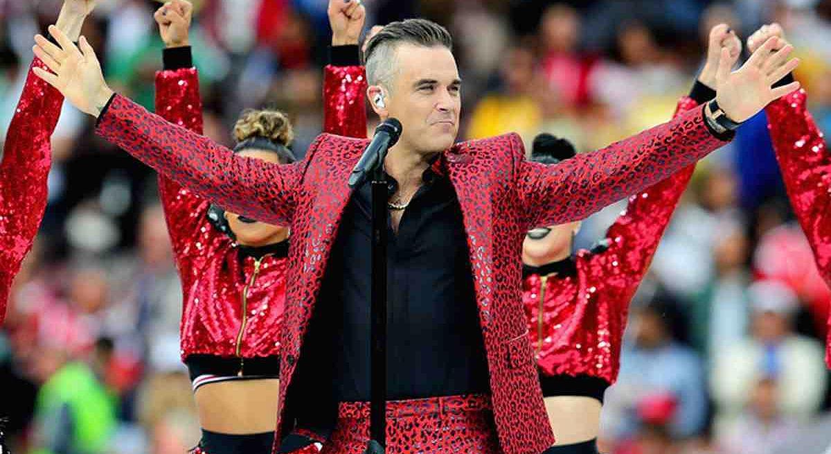 Robbie Williams erklärt WM-Mittelfinger-Geste - und redet sich um Kopf und Kragen
