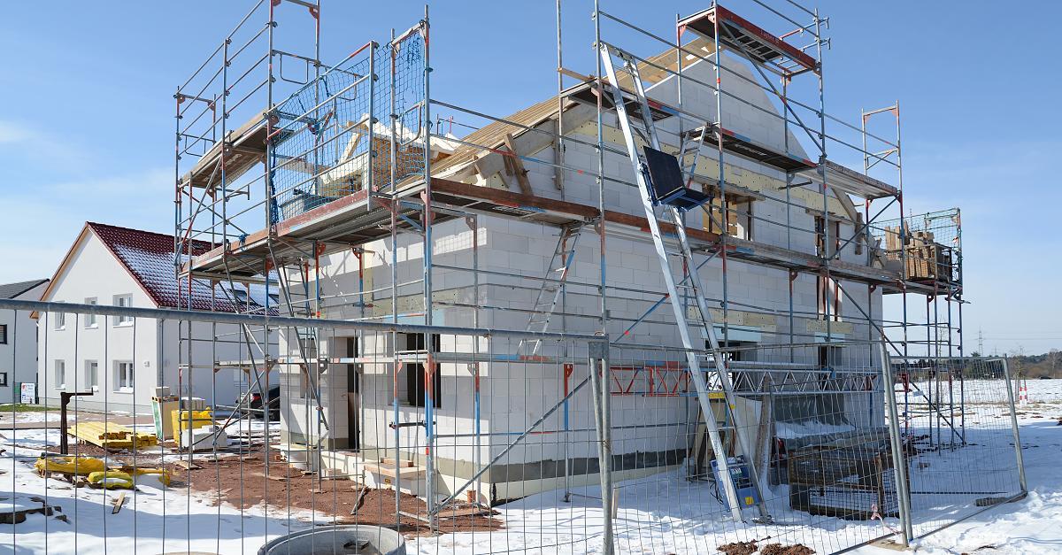 Hohe Risiken für Bauherren: Experten warnen vor Schäden an Winterbaustellen