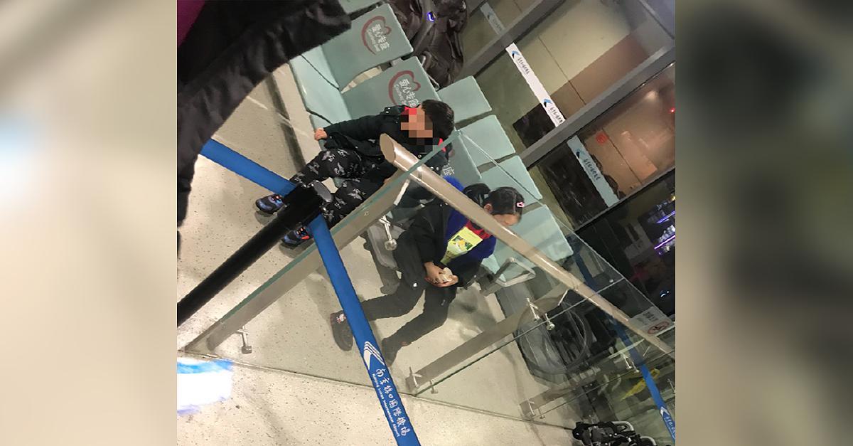Weil Sohn nicht mitfliegen durfte: Ehepaar in China lässt Kinder an Flughafen zurück