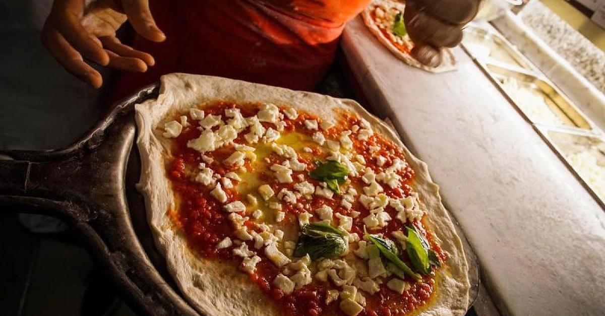 Ihr habt eure Pizza bisher immer falsch gegessen - so geht's in Italien